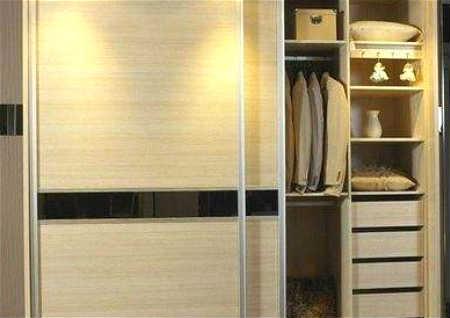衣柜放在卧室什么位置