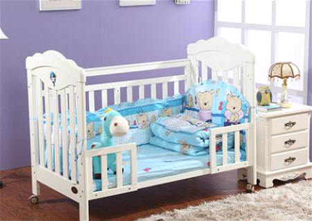婴儿床上放什么风水