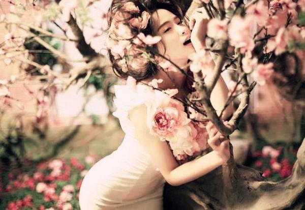 有烂桃花的女命八字