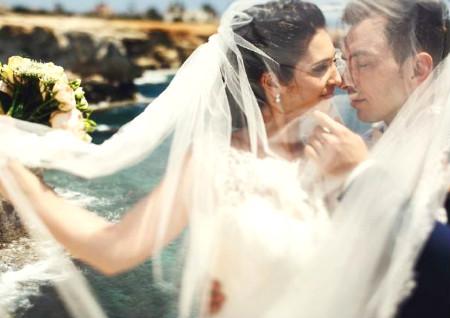 结婚照可以挂床头吗