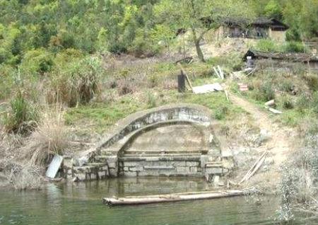 祖坟被水淹风水