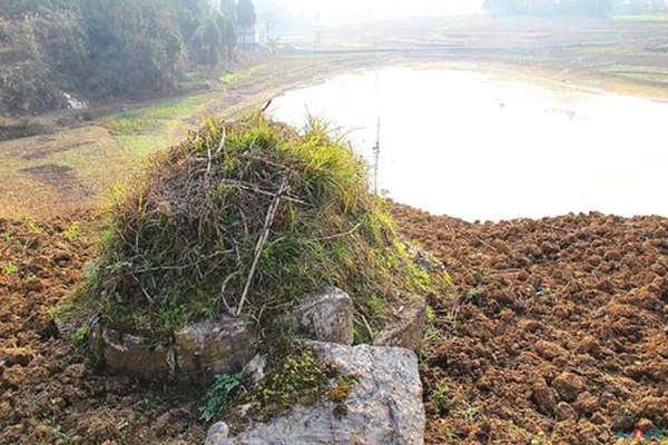 坟墓周围有坑会有哪些影响