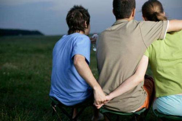 易被婚外情破坏婚姻的八字特征
